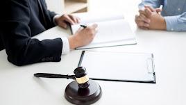 La experiencia del abogado puede ayudar a decidir entre uno u otro.
