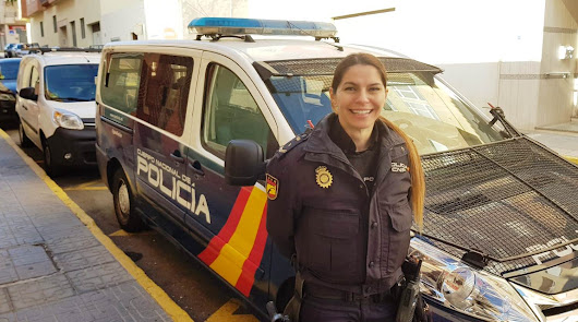 Agente de la Comisaría del El Ejido que convenció a la mujer para que no se tirara.