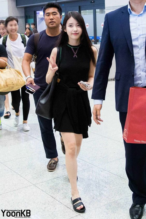 iu black dress 23