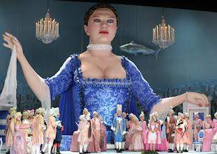 Photo: WIEN/ VOLKSOPER: MADAME POMPADOUR von Leo Fall. Inszenierung: Hinrich Horstkotte. Premiere am 8.6.2012. Foto: Barbara Zeininger