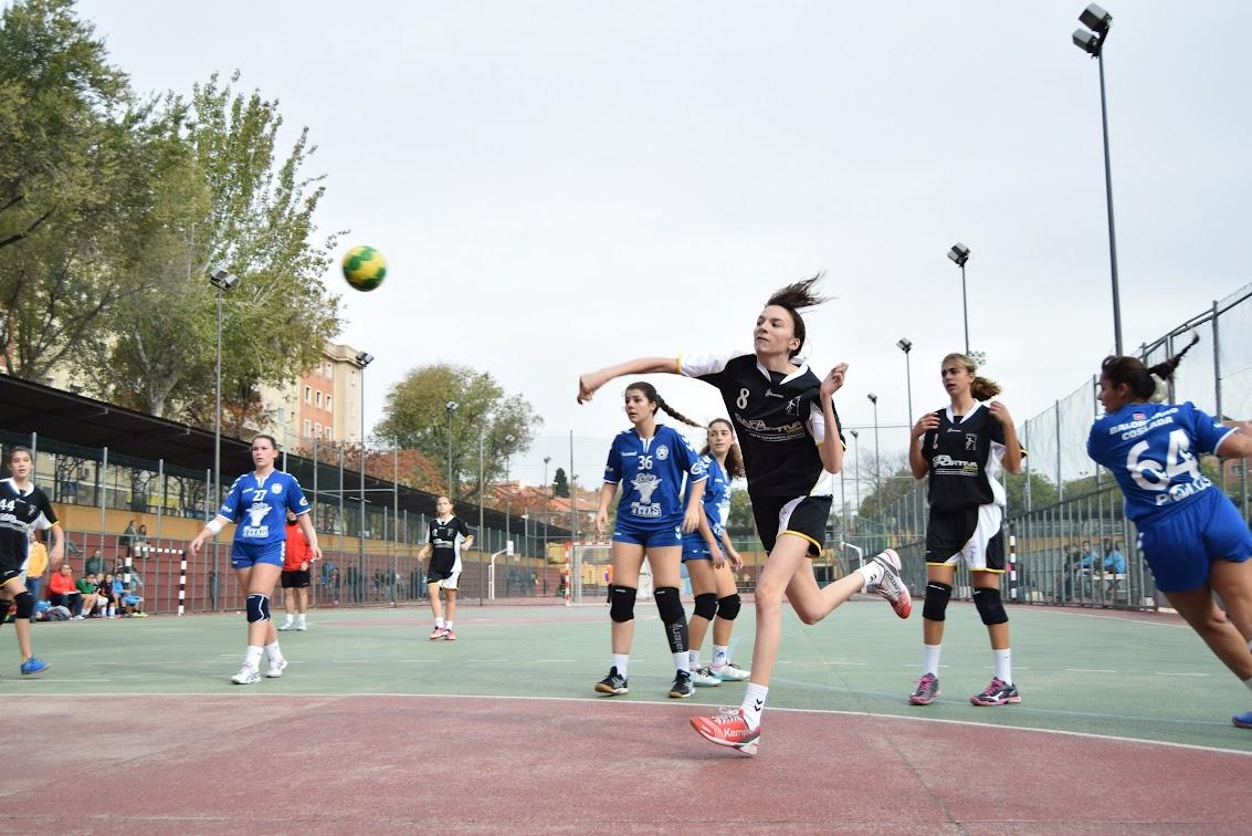 El equipo cadete femenino estrena equipación con victoria
