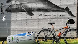 El pelotón estuvo formado por once ciclistas atraídos por la historia y el destino.