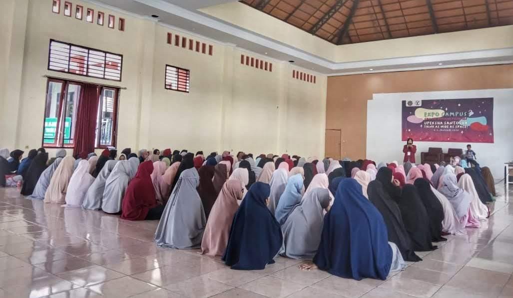 SMA Ar-Rohmah Putri Pesantren Hidayatullah Malang kembali menggelar 'Expo Campus 2020'