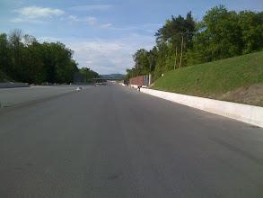 Photo: Eine neue, ganz leere Autobahn - diese Einladung kann man als Radler einfach nicht ablehnen...