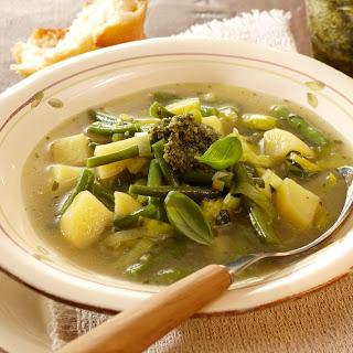 Gemüse-Kartoffelsuppe mit Pesto