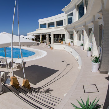 onhotel terrasse hamacs piscine
