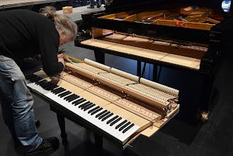 Photo: M.Lauvergnat, l'accordeur du concours ( Pianos Schaeffer-Nancy)