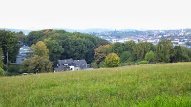 Photo: Nahblick zu Häusern an der Philippshöhe, sowie Fernblick auf Boelerheide.