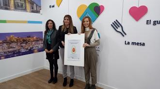 Carolina Lafita junto a la presidenta y la vicepresidenta de la Asociación de Vegetarianos de Almería.