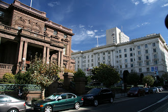 Photo: The Pacific-Union Club was built in 1886, which means it survived the 1906 earthquake. Fairmont Hotel is to the right.