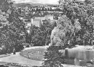 Photo: Ausschnitt aus einer Ansichtskarte (gebraucht im Oktober 1960). Im Stadtpanorama treten C&A, die Kaufmannsschule und das Bürogebäude der Elektromark (heute Kundencenter der ,mark E') hervor. Dahinter erkennt man den Funcke-Park.