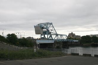 Photo: Victoria, die Swinging Bridge vor dem Hafen