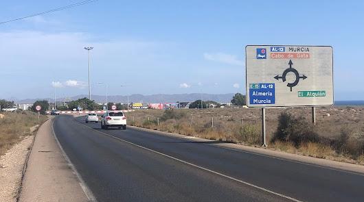 Uno de cada diez accidentes en Almería sucede en una rotonda: ojo a estas tres