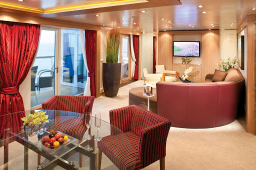 Wintergarden_Suite.jpg - Seabourn's Wintergarden Suite comes with butler service, a large living room, two large bedrooms and a solarium with whirlpool and lounging bed.