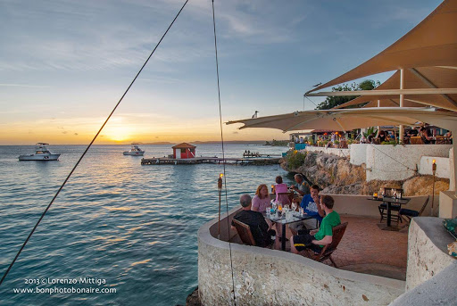 bonaire-seaside-cafe.jpg - Visitors at a seaside café watch a tropical sunset in Bonaire.