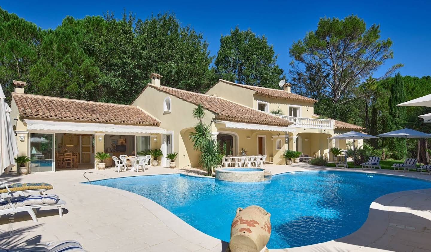 House with pool Fayence
