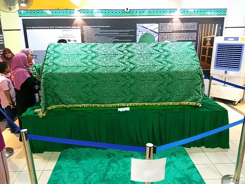 kain makam Rasulullah SAW
