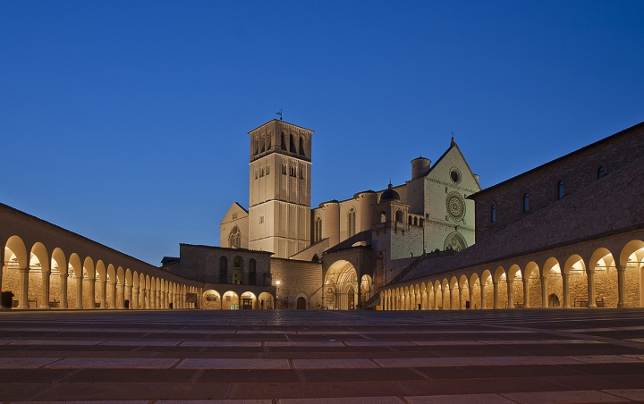 Piazza inferiore Basilica di Assisi di angelo27