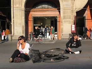 Photo: Wenn das Gespräch mal länger dauert: Einfach Platz nehmen!