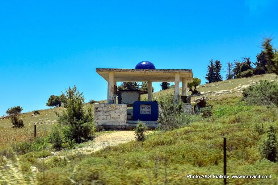 Экскурсия в Галилеи, окрестности горы Мирон. Голубые купола над Святыми еврейскими местами.