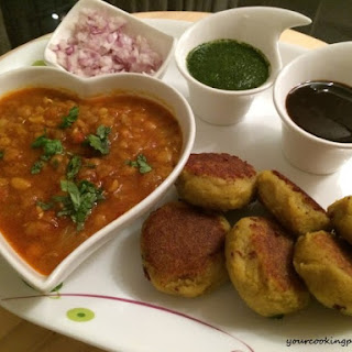 Ragda Patties ( Potato Patties with Spicy White Peas Gravy)