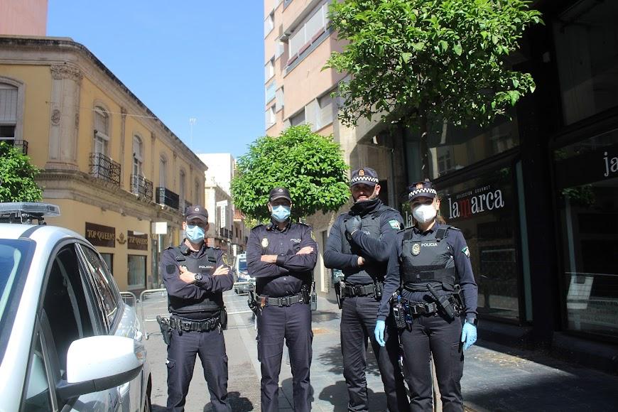 Policía Nacional y Policía Local en acceso al Paseo de Almería.