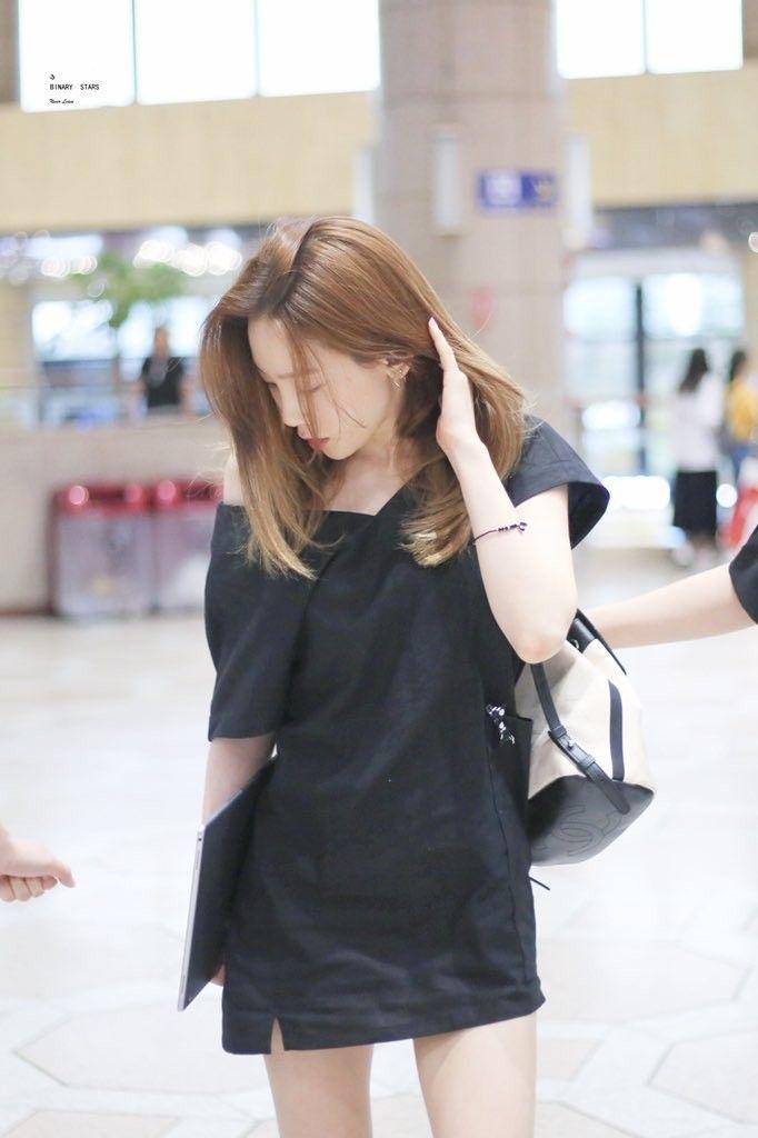 taeyeon shoulder 43