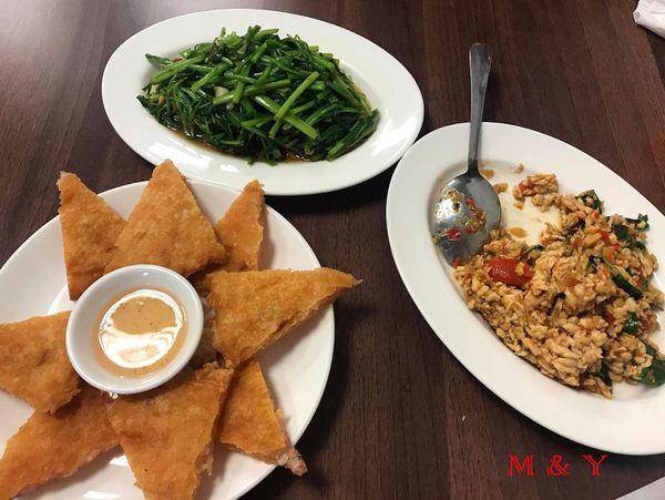 小資泰國菜.白飯小偷打拋雞肉. 平價道地美味泰式料理.泰灣