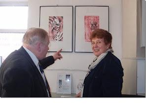 Photo: Ausstellung Hannelore MANN (Holzschnitte) 19.4. 2015 in der Merker-Online-Galerie, Anton Cupak, Hannelore Mann.  Foto: Herta Haider