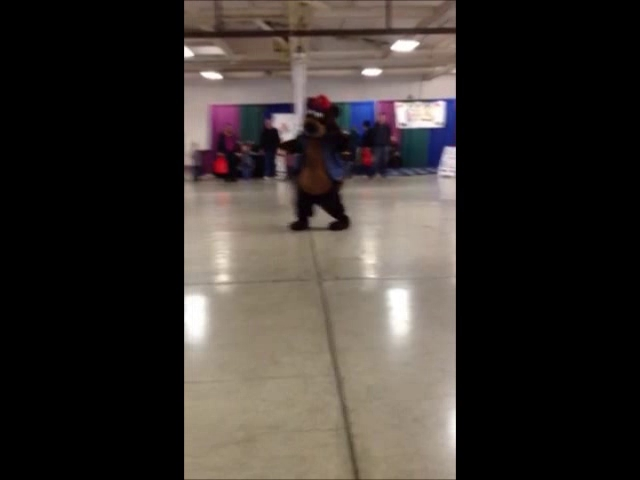 Video: IncrediBear and Happy Star Dance Competition!!
