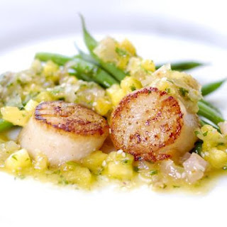Seared Scallops With Pineapple, Ginger & Lemongrass Salsa