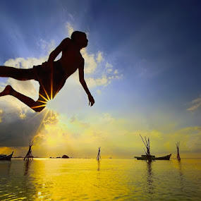 kick the sun by Dody Herawan - People Street & Candids ( sea, cloud, beach, boy, sun,  )