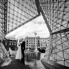 Wedding photographer Szymon Kaczmarek (inlovestudio). Photo of 01.11.2017