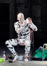 Photo: IM REICH DER TIERE von Roland Schimmelpfennig. Inszenierung: Roland Schimmelpfennig. Premiere 28. 2.2015. Oliver Stokowski. Copyright: Barbara Zeininger