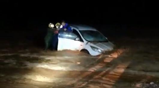 Bomberos de Levante rescatan a cinco personas atrapadas en sus vehículos