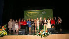 Foto de familia de los galardonados en el VI Día de la Comarca del Bajo Andarax junto al presidente de la Mancomunidad, alcaldes y alcaldesas.