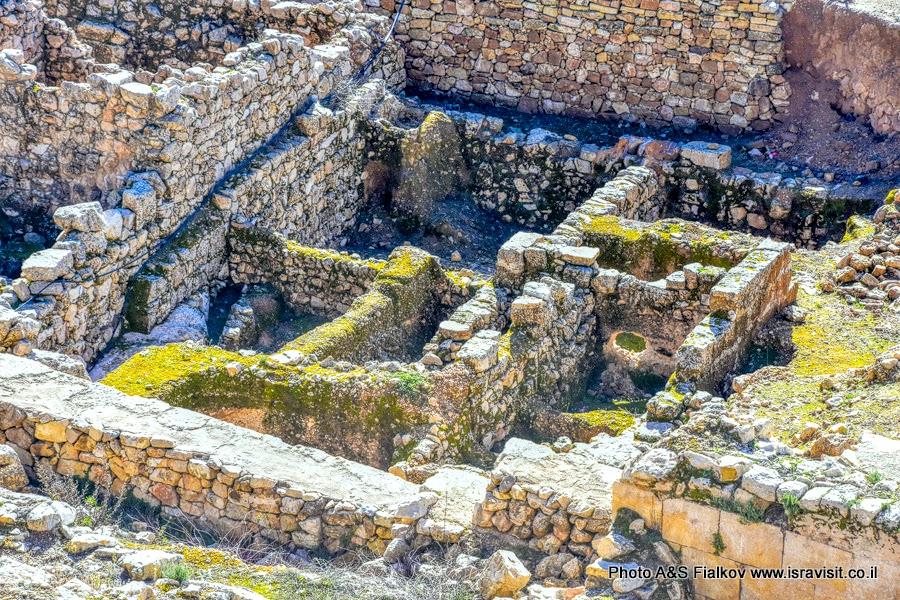 Археологические раскопки древних руин, Гора Счастья, Наби Самуэль возле Иерусалима.