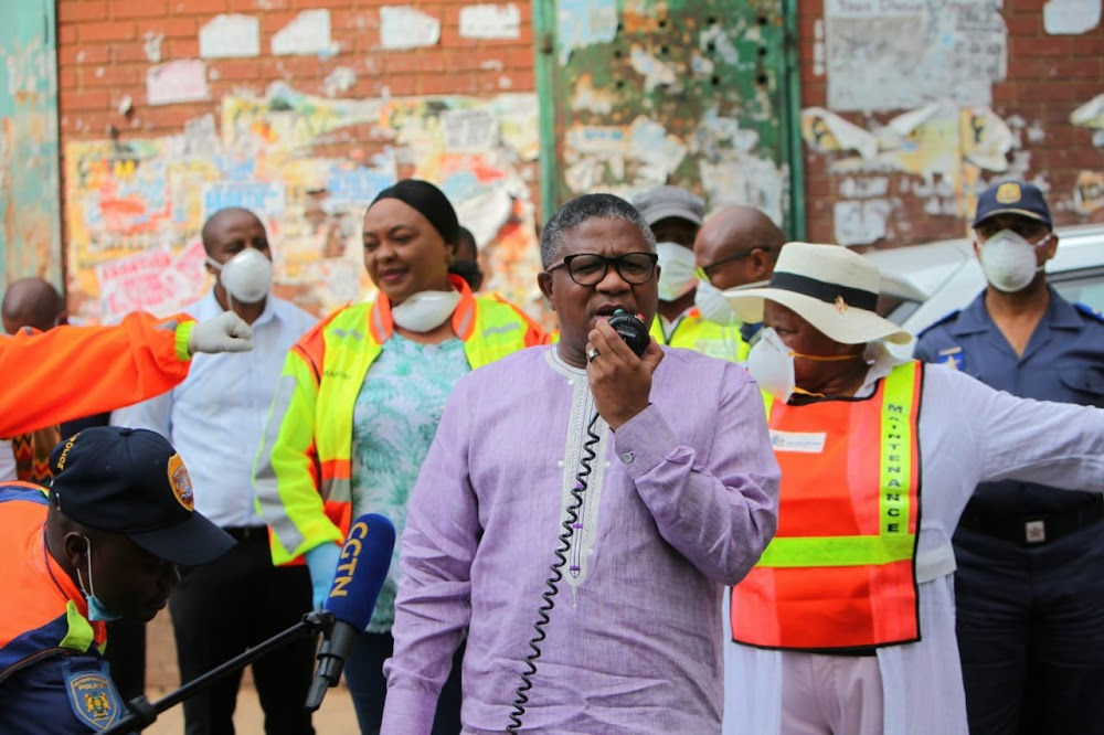 Government caves in to allow taxis to carry full loads despite Covid-19 threat - TimesLIVE