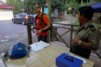 Photo: Registration and payment of a nominal fee to the park ranger.