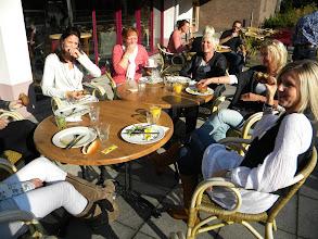 Photo: De lunch buiten in het zonnetje (1 november!)