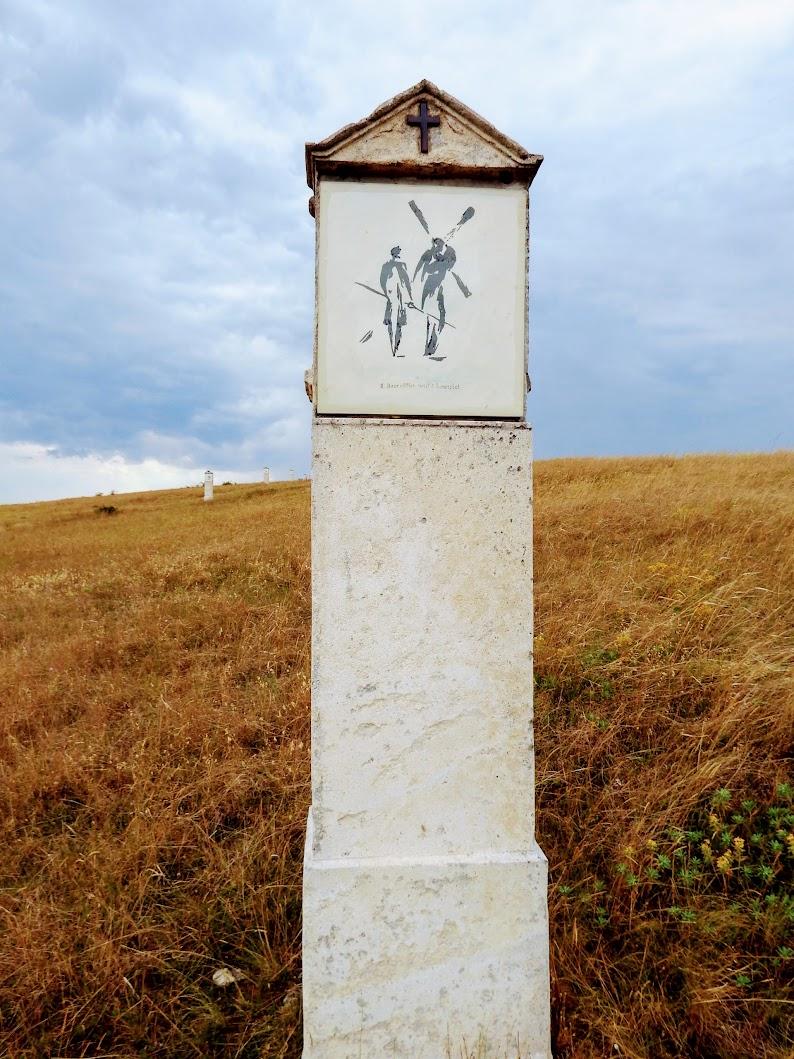 Sóskút - keresztút a kőbánya feletti dombon