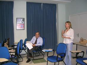 Photo: Reunion de trabajo - Expone la Prof. Carmen Cipriani Pandini