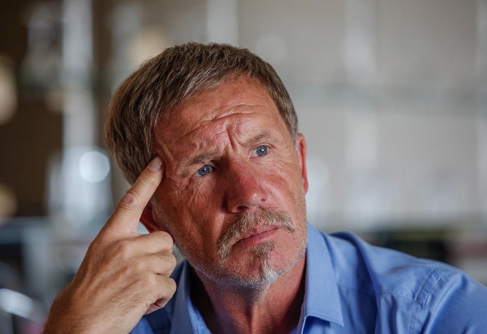 Stuart Baxter het die bevele van die dokter geïgnoreer en Bafana sy eerste prioriteit gemaak