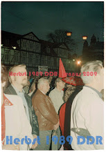Photo: Gegen-Kundgebung der SED Bezirksleitung unter ihrem Ersten Sekretär Heinz Ziegner, unter Einbeziehung des Demokratischen Blocks aus NDPD, LDPD, CDU und DBD am selben Platz wie die friedlichen Demonstranten des Neues Forum.