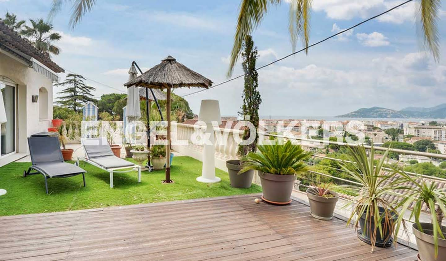 House with pool and terrace Cannes la bocca
