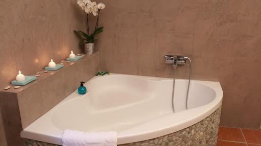 salle-de-bain-en-beton-cire-revetement-moderne-et-decoratif-les-betons-de-clara-franchise-partenaire-applicateur-beton-cire-essonne-91-