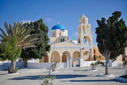 Oia-church.jpg - A well-kept church in Oia on Santorini, Greece.