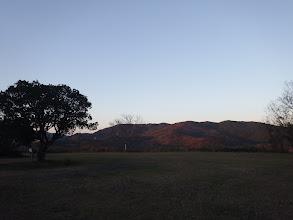 月の丘から朝焼けの霧山