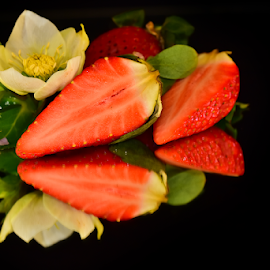 beautyful strawberry by LADOCKi Elvira - Food & Drink Fruits & Vegetables ( floral, nature, plants, strawberry, food )