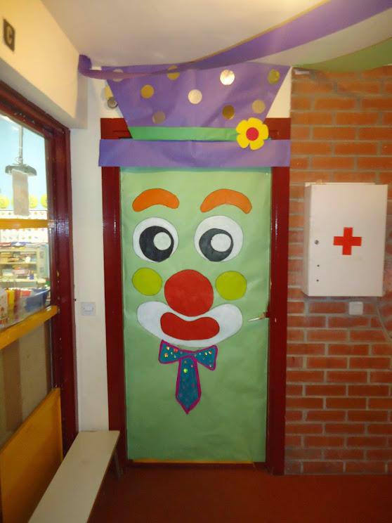 Clases de 5 a os de educaci n infantil del ceip pablo for Puertas decoradas con payasos